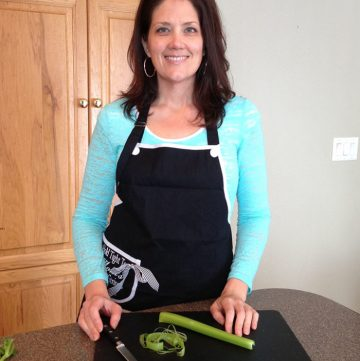Kitchen Tip Series... how to de-string celery by www.whatscookingwithruthie.com