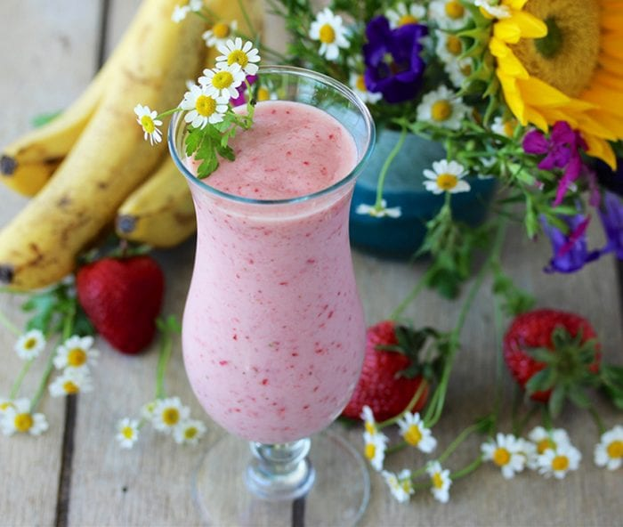 Today's Starbucks Strawberry Smoothie Recipe is one of the best kept secrets around! by cookingwithruthie.com