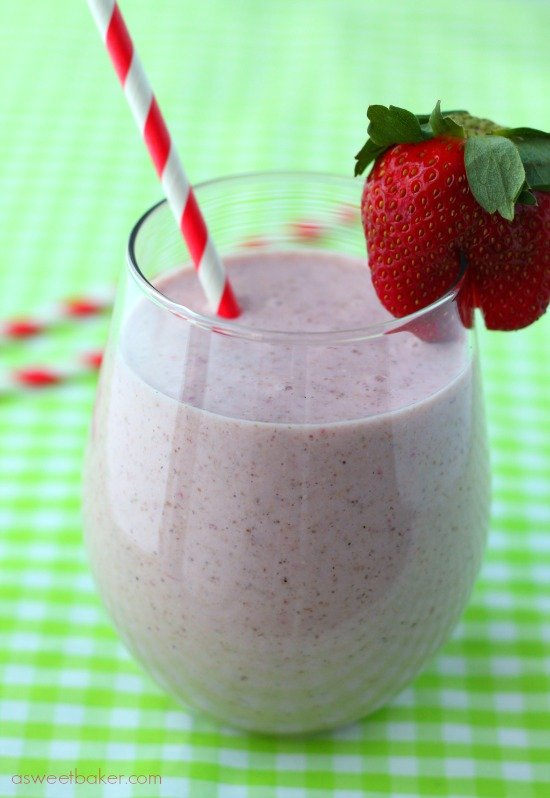Strawberry-Rhubarb-Breafast-Smoothie2