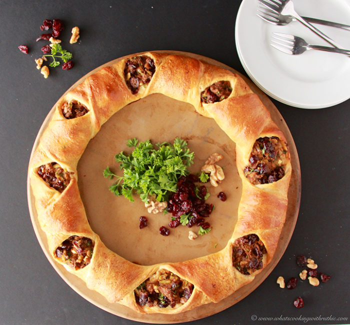 Cajun Turkey Cranberry Wreath is a quick way to use up those Turkey leftovers on www.cookingwithruthie.com #recipe #turkey #holidays