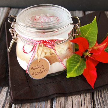 Holiday Blondies in a Jar are a fun way to share the Love this Holiday Season by www.cookingwithruthie.com