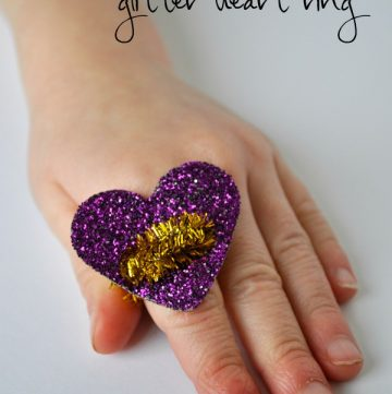 Valentines Day Glitter Heart Ring are adorable to make with the kids this year! by www.iheartcraftythings.com on www.cookingwithruthie.com