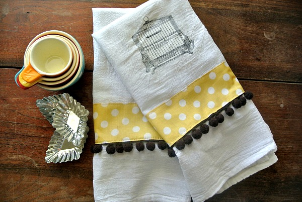DIY Kitchen Towel Gift Idea by www.polkadotpoplar.com on www.cookingwitthruthie.com so cute for Mothers' Day!