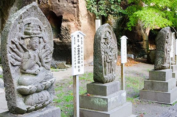 *statues