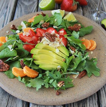 Tropical Avocado Kale Salad tastes amazing and a great way to get your 5 a day! www.cookingwithruthie.com