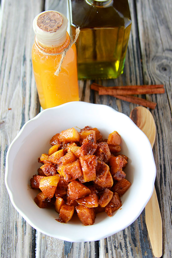 Honey Cinnamon Roasted Butternut Squash will leave you begging for more! It's just THAT good!! www.cookingwithruthie.com