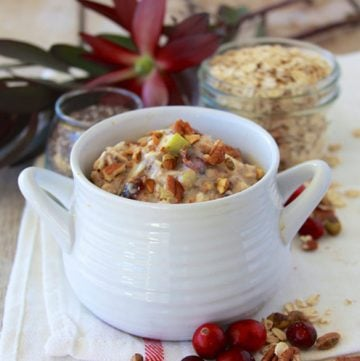 Holiday Overnight Oats are a simple to make breakfast that I totally adore! www.cookingwithruthie.com