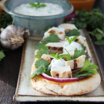 #ad Thai Chicken Flatbread with Cilantro Yogurt Sauce is a quick meal solution for busy days! #chicken www.cookingwithruthie.com #CoastalRangeOrganics