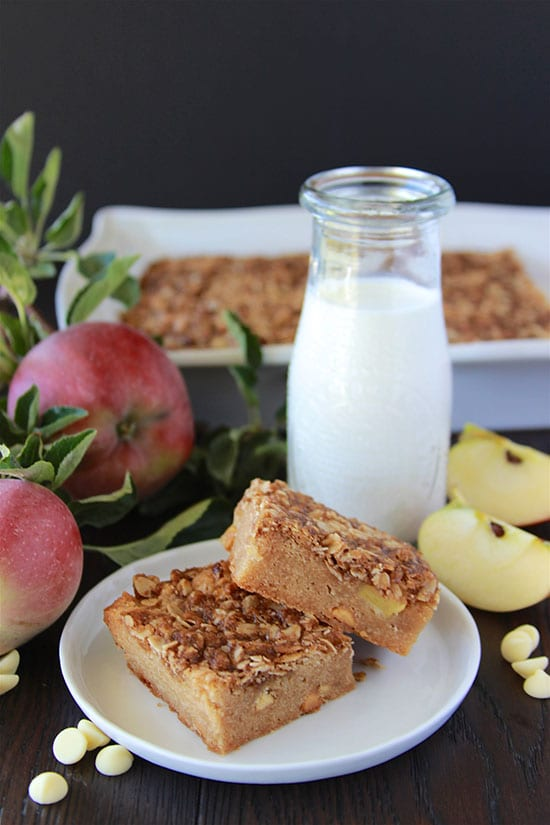 Apple and White Chocolate Streusel Bars will bring all the flavors and aromas of autumn to your home! www.cookingwithruthie.com