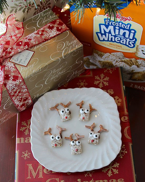 Frosted Mini Wheat Reindeer are an adorable, festive holiday treat using one of our favorite cereal!! #ad @kelloggs @samsclub #KelloggsCerealYourWay
