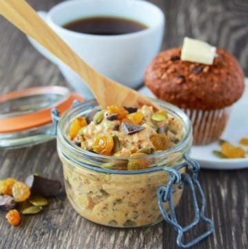 Chocolate Pumpkin Spice Overnight Oats Recipe will be your favorite autumn breakfast! by cookingwithruthie.com