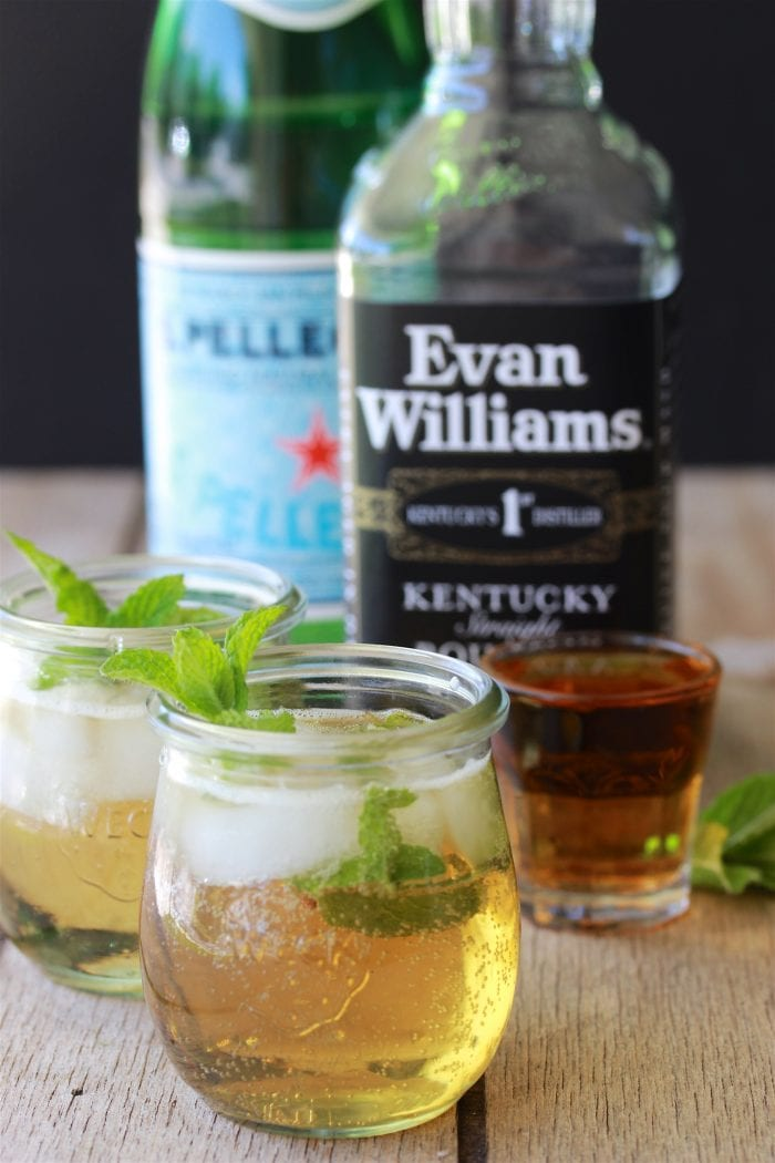 Mint Julep Recipe is a classic cocktail that'll keep you refreshed this summer! by cookingwithruthie.com
