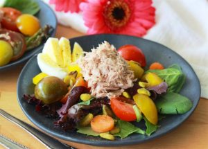 Albacore Tuna Mixed Green Salad Recipe is a quick and healthy lunch or dinner this summer! by cookingwithruthie.com